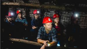 Kehidupan Para Penambang dalam Film Coal Country