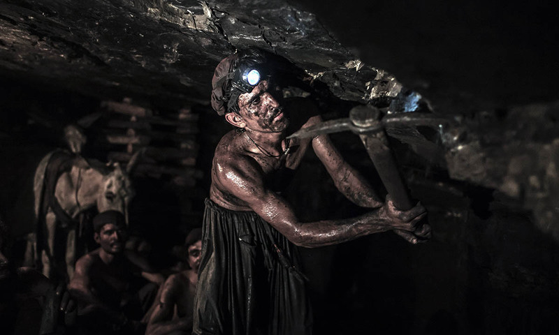 3 Ketegangan Tiada Akhir yang Tersaji pada Film Coal Country